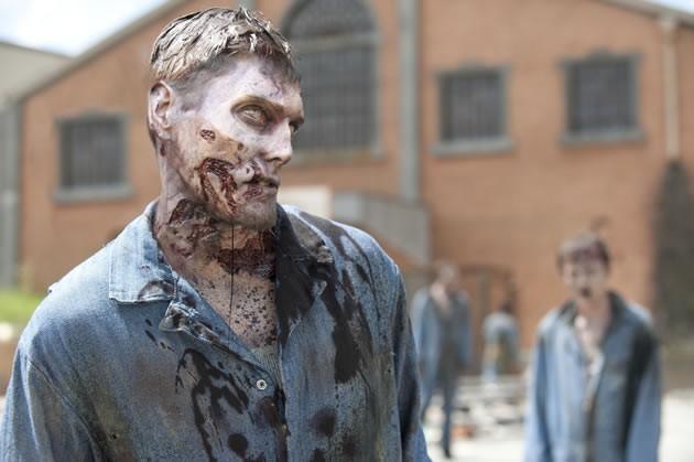 The Walking Dead: uno degli zombie della prigione