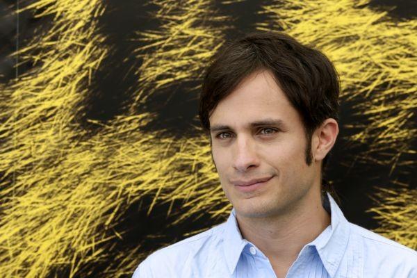 Un bel primo piano di Gael Garcia Bernal a Locarno per ritirare l'Exellence Award