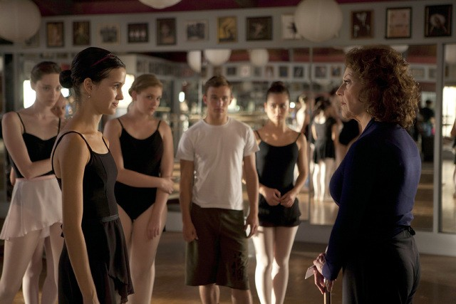 Bunhead: Julia Goldani Telles e Kelly Bishop nell'episodio Blank Up, It's Time