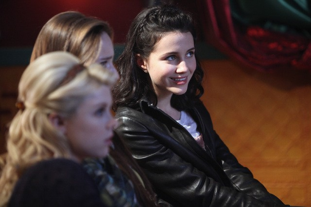 Bunheads: Bailey Buntain, Emma Dumont e Julia Goldani Telles nell'episodio Movie Truck
