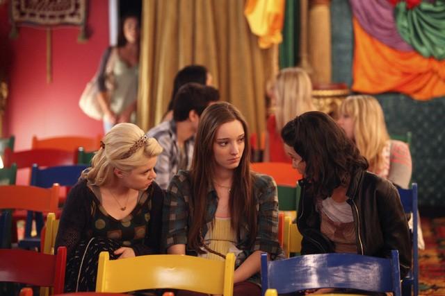 Bunheads: Bailey Buntain, Emma Dumont, Julia Goldani Telles nell'episodio Movie Truck