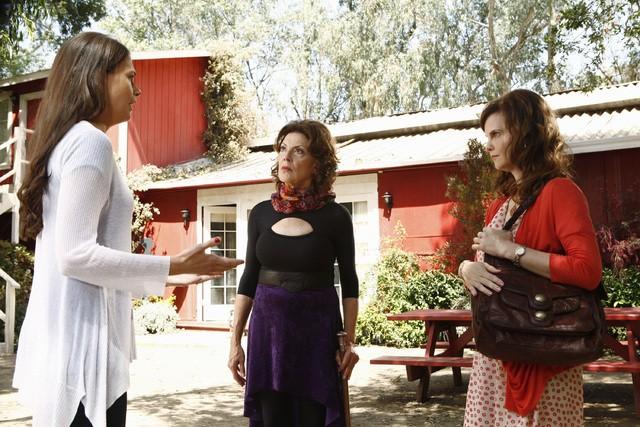 Bunheads: Sutton Foster, Kelly Bishop e Kiersten Warren nell'episodio Better Luck Next Year