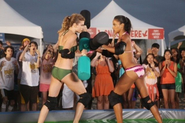 90210: AnnaLynne McCord e Megalyn Echikunwoke nell'episodio Let the Games Begin
