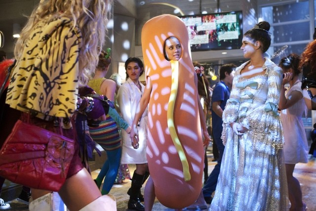 90210: Jessica Stroup e Shenae Grimes nell'episodio It's the Great Masquerade, Naomi Clark
