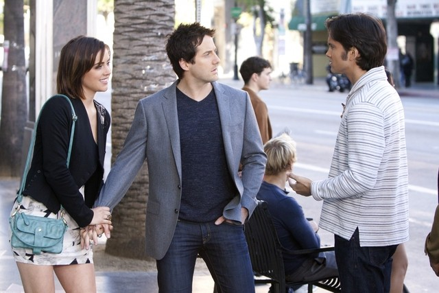 90210: Jessica Stroup, Niall Matter e Michael Steger nell'episodio Mama Can You Hear Me?