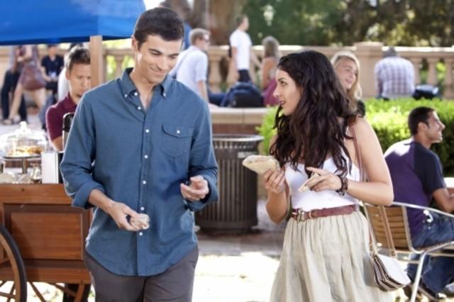90210: Matt Cohen e Shenae Grimes nell'episodio Rush Hour