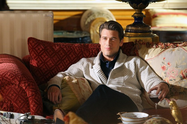 90210: Nick Zano nell'episodio Babes in Toyland