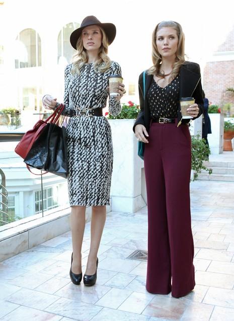 90210: Sara Foster ed AnnaLynne McCord in una scena dell'episodio Babes in Toyland