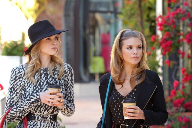90210: Sara Foster ed AnnaLynne McCord nell'episodio Babes in Toyland