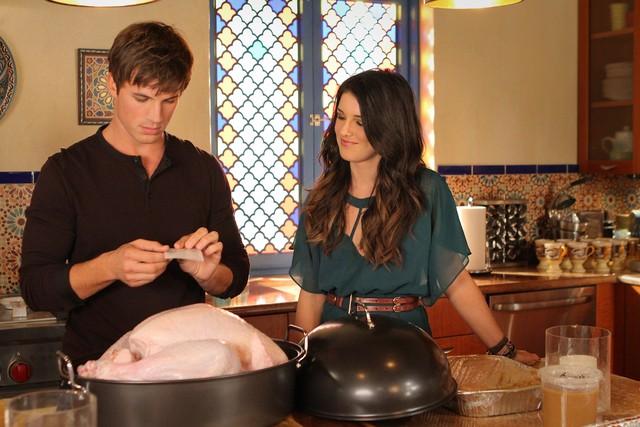 90210: Shenae Grimes e Matt Lanter nell'episodio Smoked Turkey