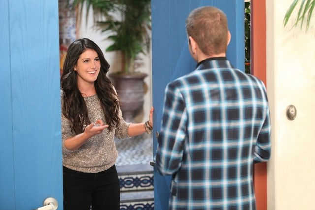 90210: Shenae Grimes e Perez Hilton nell'episodio Vegas, Maybe?
