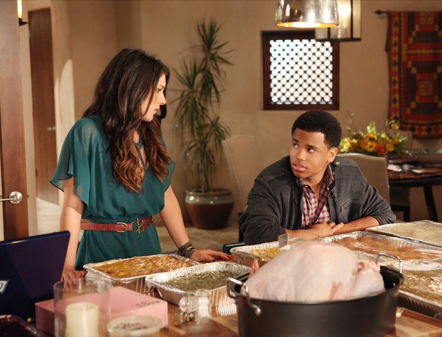 90210: Shenae Grimes e Tristan Wilds nell'episodio Smoked Turkey