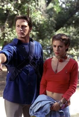 Brian Krause e Alyssa Milano in una scena dell'episodio Doppio volto della quarta stagione di Streghe