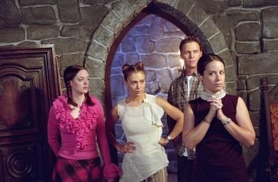 Brian Krause, Holly Marie Combs, Rose McGowan e Alyssa Milano nell'episodio Paige e il suo principe della quarta stagione di Streghe