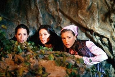 Holly Marie Combs, Alyssa Milano, Shannen Doherty nell'episodio L'ora magica, della serie Streghe