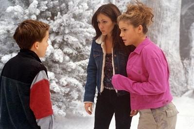 Shannen Doherty e Alyssa Milano in un momento dell'episodio Il gelataio della serie TV Streghe