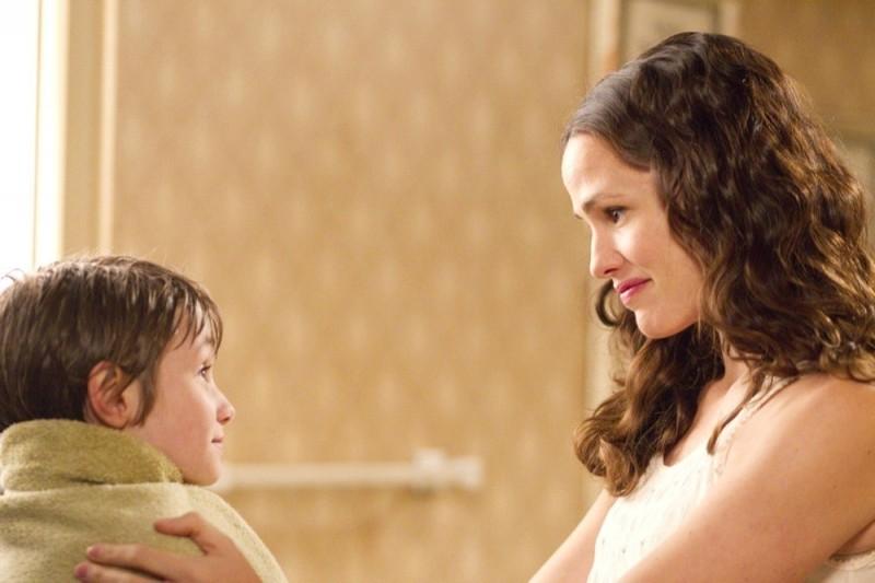 Jennifer Garner e CJ Adams in The Odd Life of Timothy Green