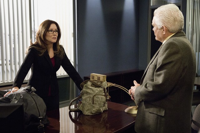 Major Crimes: Mary McDonnell e G.W. Bailey nell'episodio Reloaded