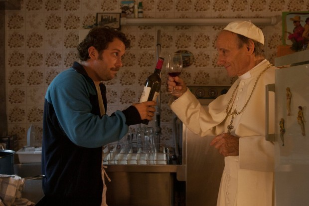Christian Ulmen e Nikolaus Paryla nella commedia Wer's glaubt, wird selig