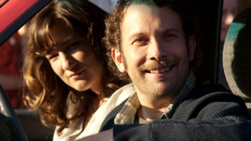Christian Ulmen nella commedia tedesca Wer's glaubt, wird selig con Marie Leuenberger