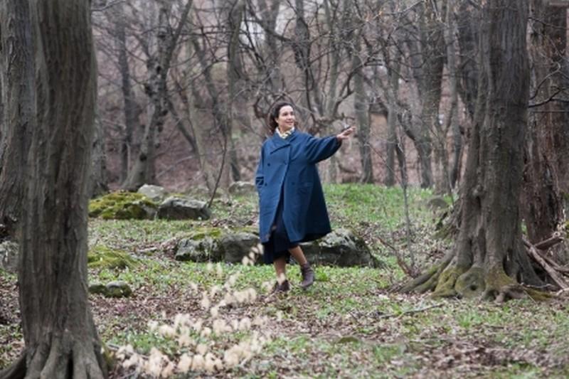 Lullaby to My Father: Yaël Abecassis in una scena del film di Amos Gitai su Munio Weinraub-Gitai, architetto esiliato durante il nazismo