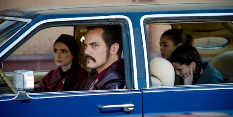The Iceman: Michael Shannon e Winona Ryder in una scena del film