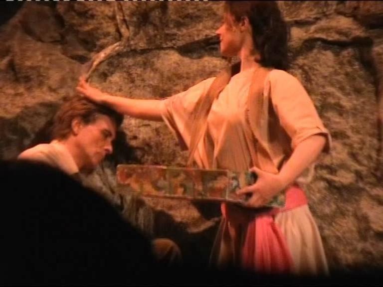 Torino - Teatro Carignano, LORENZA CAROLEO con ANTONIO ORFANO' (dormiente su un sasso) in una scena di Upupa My Dream is My Rebel King