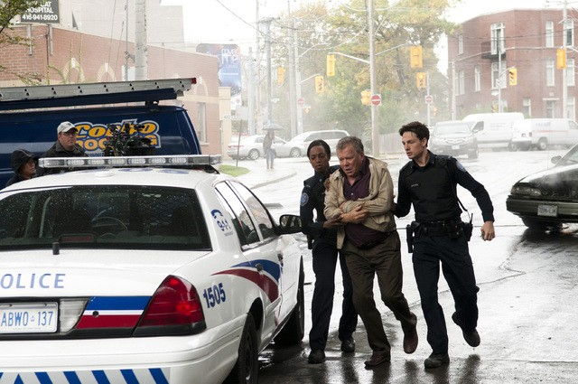Rookie Blue: Enuka Okuma, William Shatner e Gregory Smith nell'episodio The First Day of the Rest of Your Life