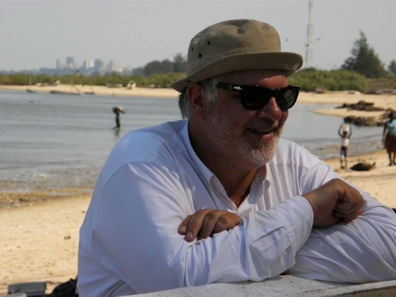 Medici con l'Africa: il regista Carlo Mazzacurati sul set del film in Mozambico