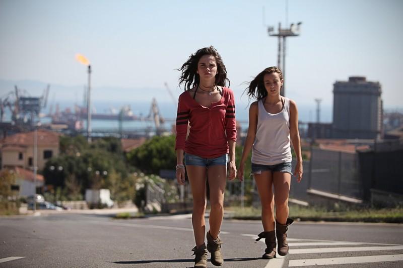 Acciaio: Anna Bellezza e Matilde Giannini in una scena del film
