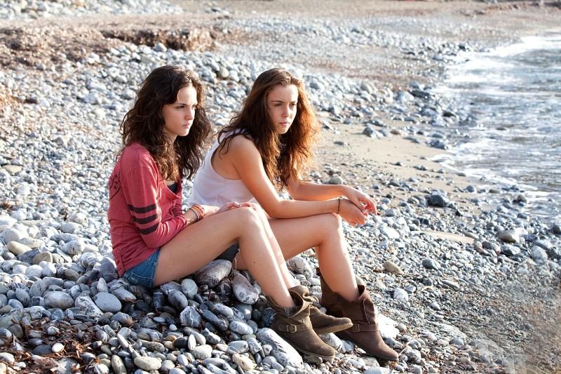 Acciaio: le giovani interpreti Anna Bellezza e Matilde Giannini in una scena del film