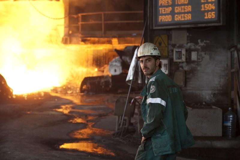 Acciaio: Michele Riondino in una scena del film nei panni di Alessio, operaio in un'acciaieria