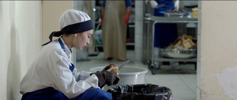 Araf - Somewhere in Between: Neslihan Atagül in una scena del film nei panni di Zehra