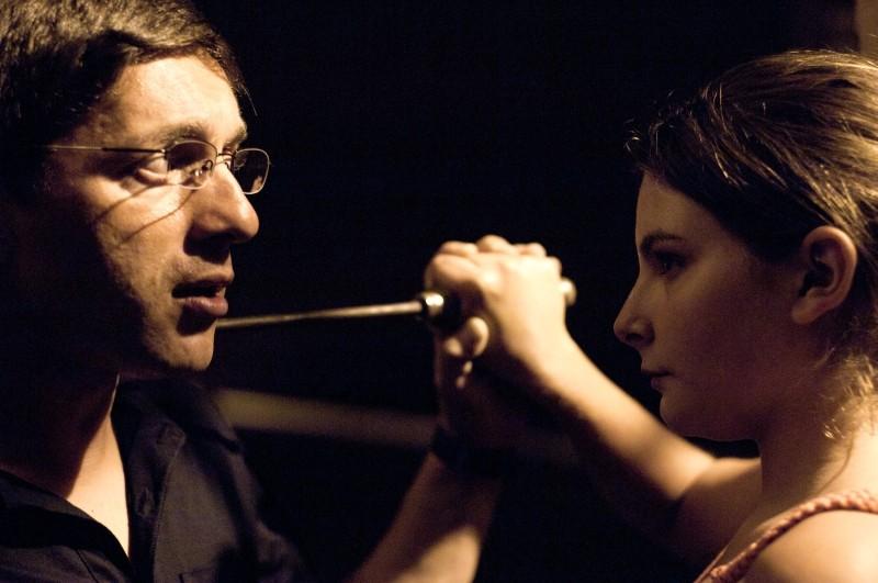 Carmine Paternoster in una scena del film L'intervallo con la protagonista Francesca Riso