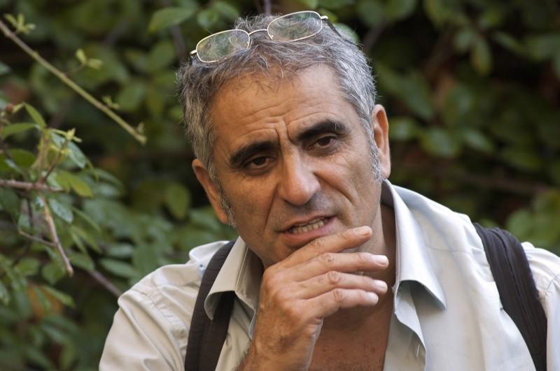 Il regista Leonardo Di Costanzo sul set del dramma L'intervallo