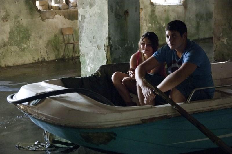 L'intervallo: Alessio Gallo in barca con Francesca Riso in un'immagine del film
