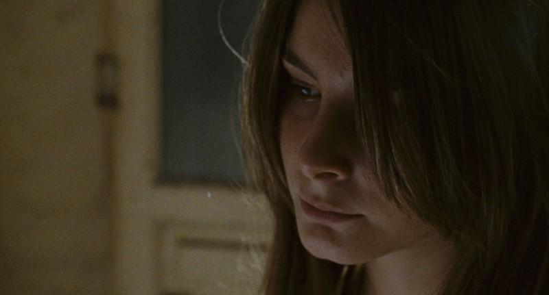 L'intervallo: Francesca Riso in una scena del film nei panni di una ragazza sequestrata da un clan della malavita