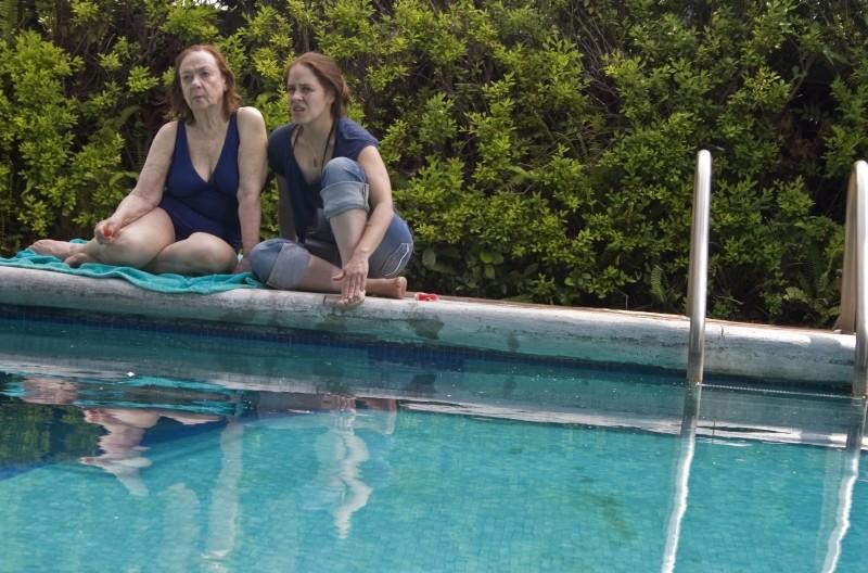 No quiero dormir sola: Mariana Gajá e Adriana Roel in una scena