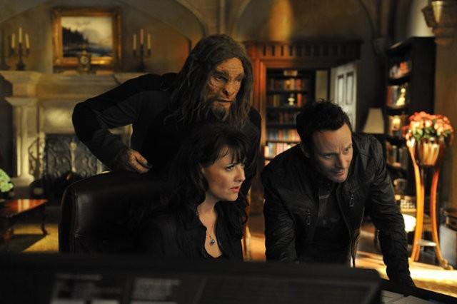 Sanctuary: Amanda Tapping, Christopher Heyerdahl e Ryan Robbins nell'episodio Homecoming