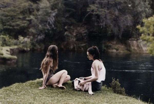Leones: Julia Volpato in una scena del film insieme a Macarena Del Corro