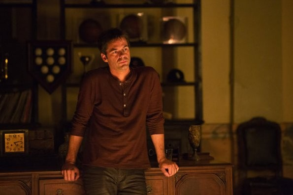 Revolution: Billy Burke in una scena del pilot della serie
