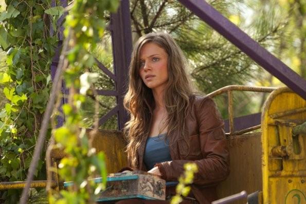 Revolution: Tracy Spiridakos in una scena del pilot della serie