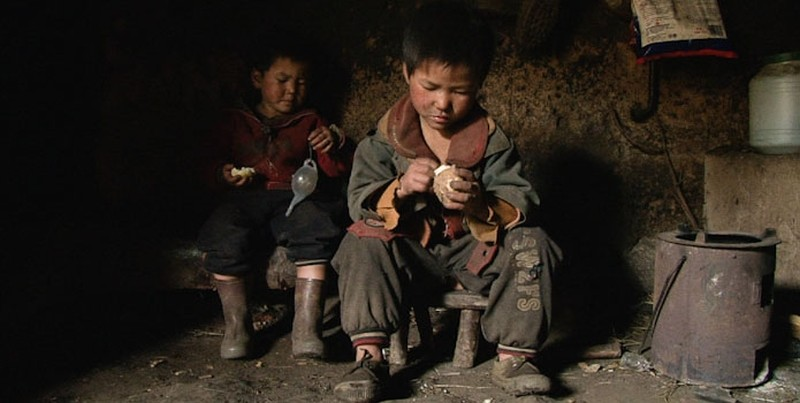 Three Sisters: un'immagine del documentario di Wang Bing