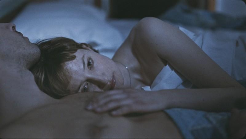 Bella addormentata: Alba Rohrwacher pensierosa in un'immagine del film