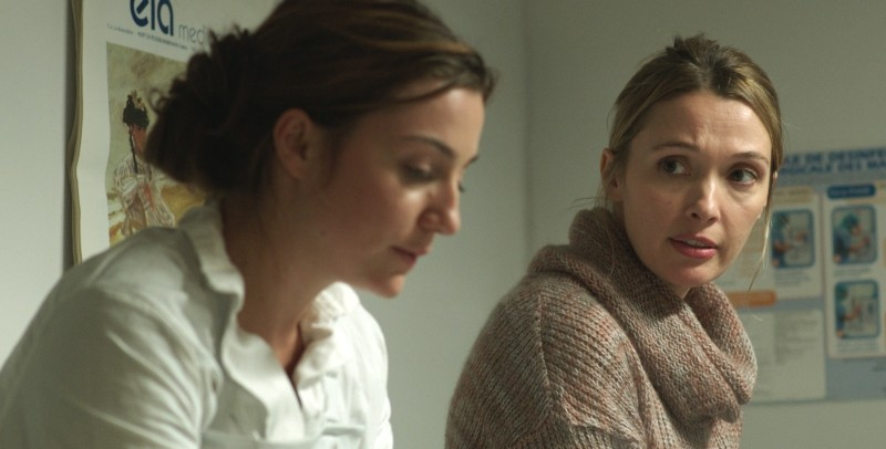 Crawl: Nina Meurisse e Anne Marivin in una scena