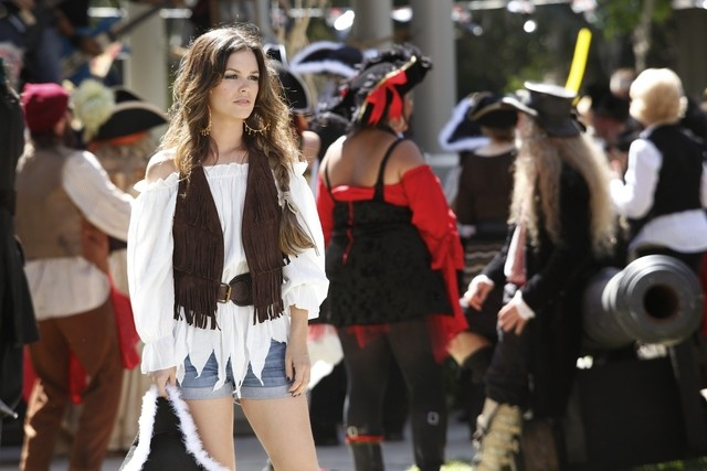 Hart of Dixie: Rachel Bilson in una scena dell'episodio The Pirate & The Practice