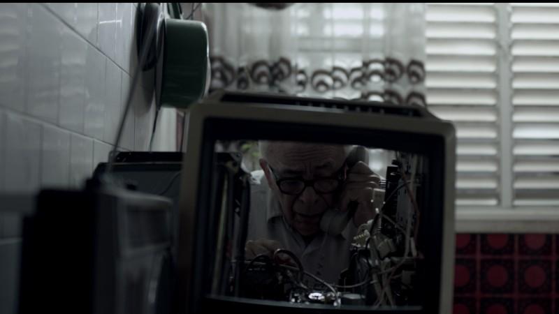 Hayuta ve berl - Epilogue: Yosef Carmon in una scena del dramma generazionale diretto da Amir Manor