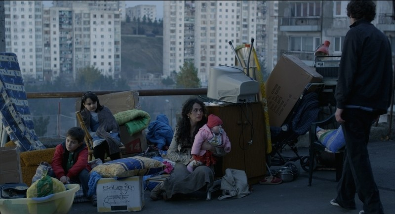 Keep Smiling: Iamze Sukhitashvili in una scena del film