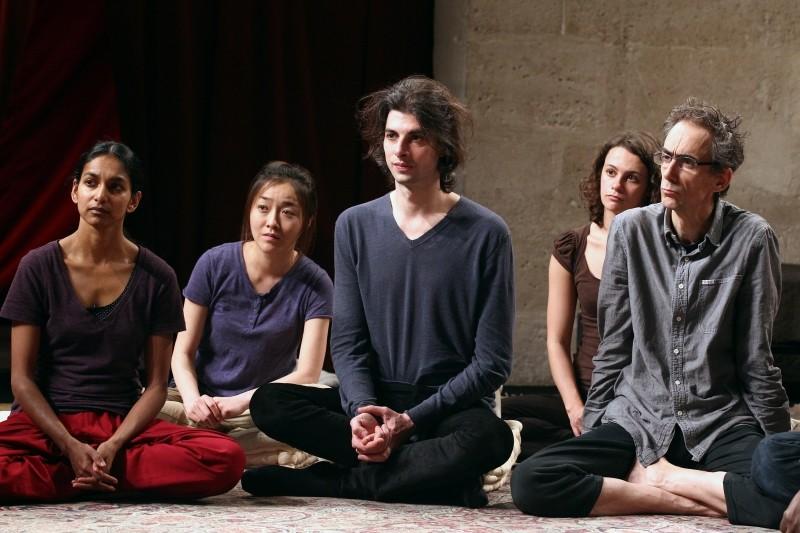 Sur un fil: una scena del docu-film teatrale di Simon Brook