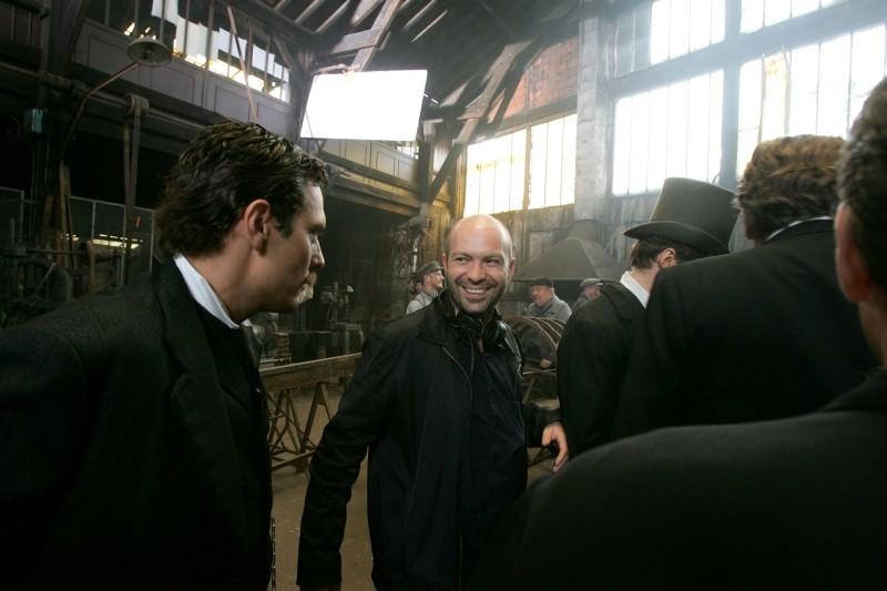 The Tightrope: il regista Simon Brook sul set del film